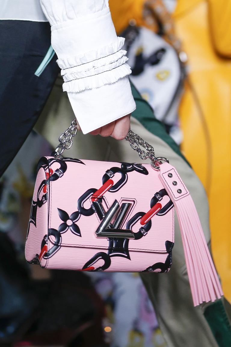 Модные сумки весна – лето 2016 - сумка с красивым принтом из коллекции Louis Vuitton.