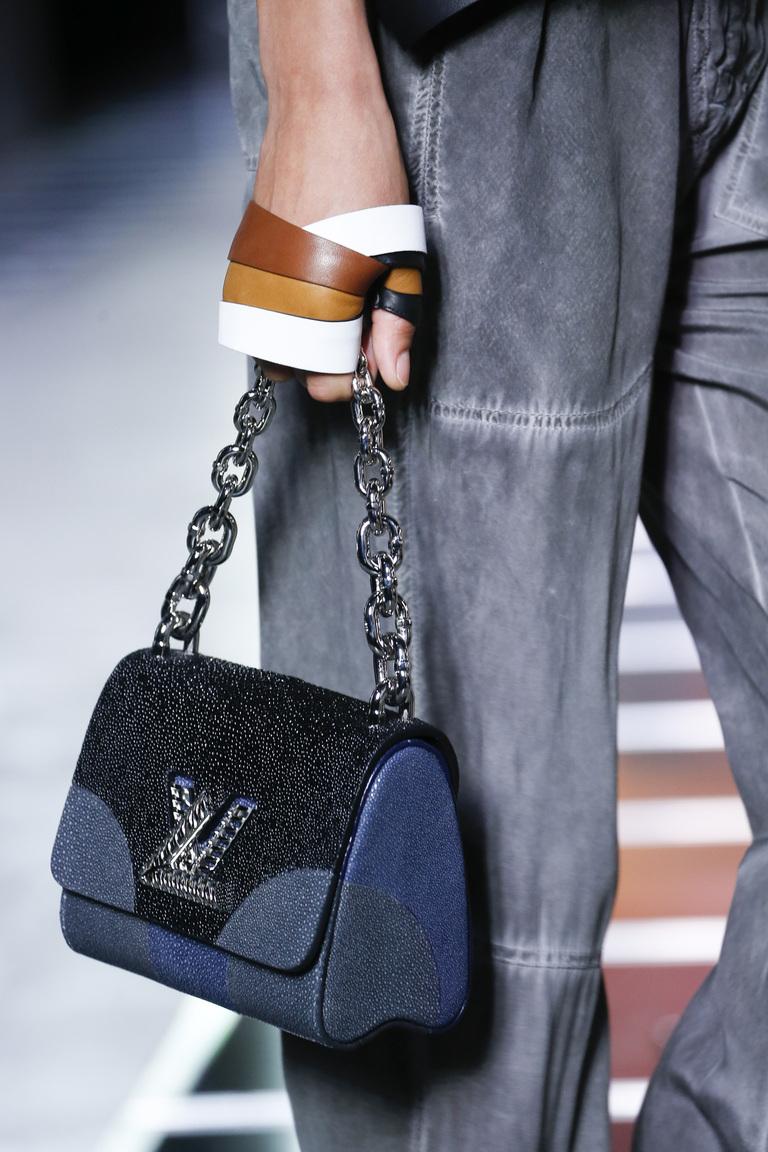 Модные сумки весна – лето 2016 - сумка из коллекции Louis Vuitton.