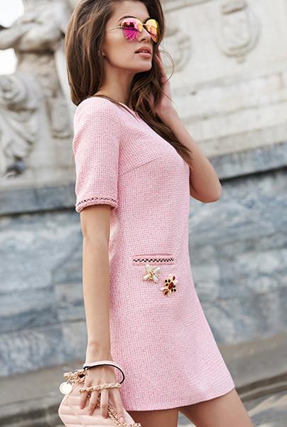 Новая коллекция Love Republic - короткое розовое платье в стиле Шанель.