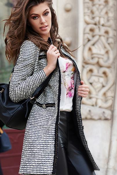 Новая коллекция Love Republic - короткое пальто в клетку в стиле Шанель.