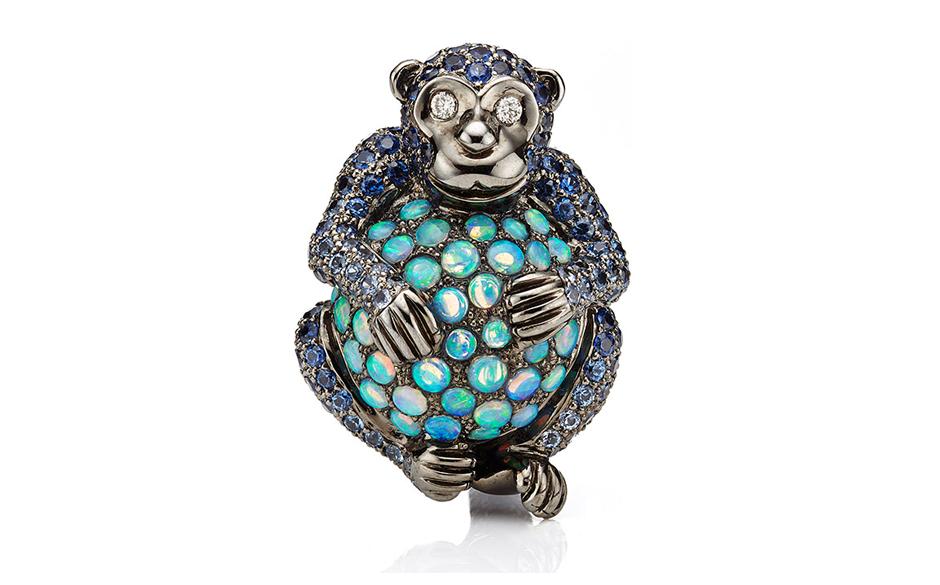 Фигурка символа года обезьянки из бижутерии.