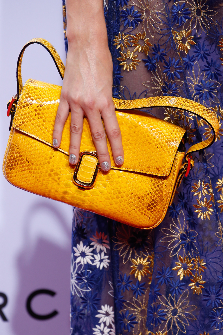 Модные сумки весна – лето 2016 ярко оранжевая сумка из коллекции Marc Jacobs.