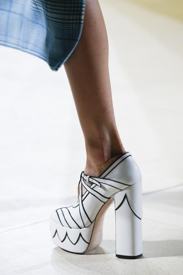 Модные туфли весна-лето 2016 - туфли на толстом каблуке и платформе из коллекции Miu Miu.