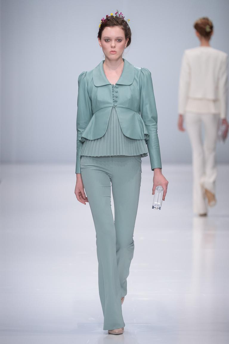 Монохромные наряды - светло бирюзовый брючный костюм из коллекции Rebel.