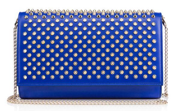 Новая коллекция сумок от Кристиан Лабутен - классическая сумка на цепочке с использованием металлических шипов.