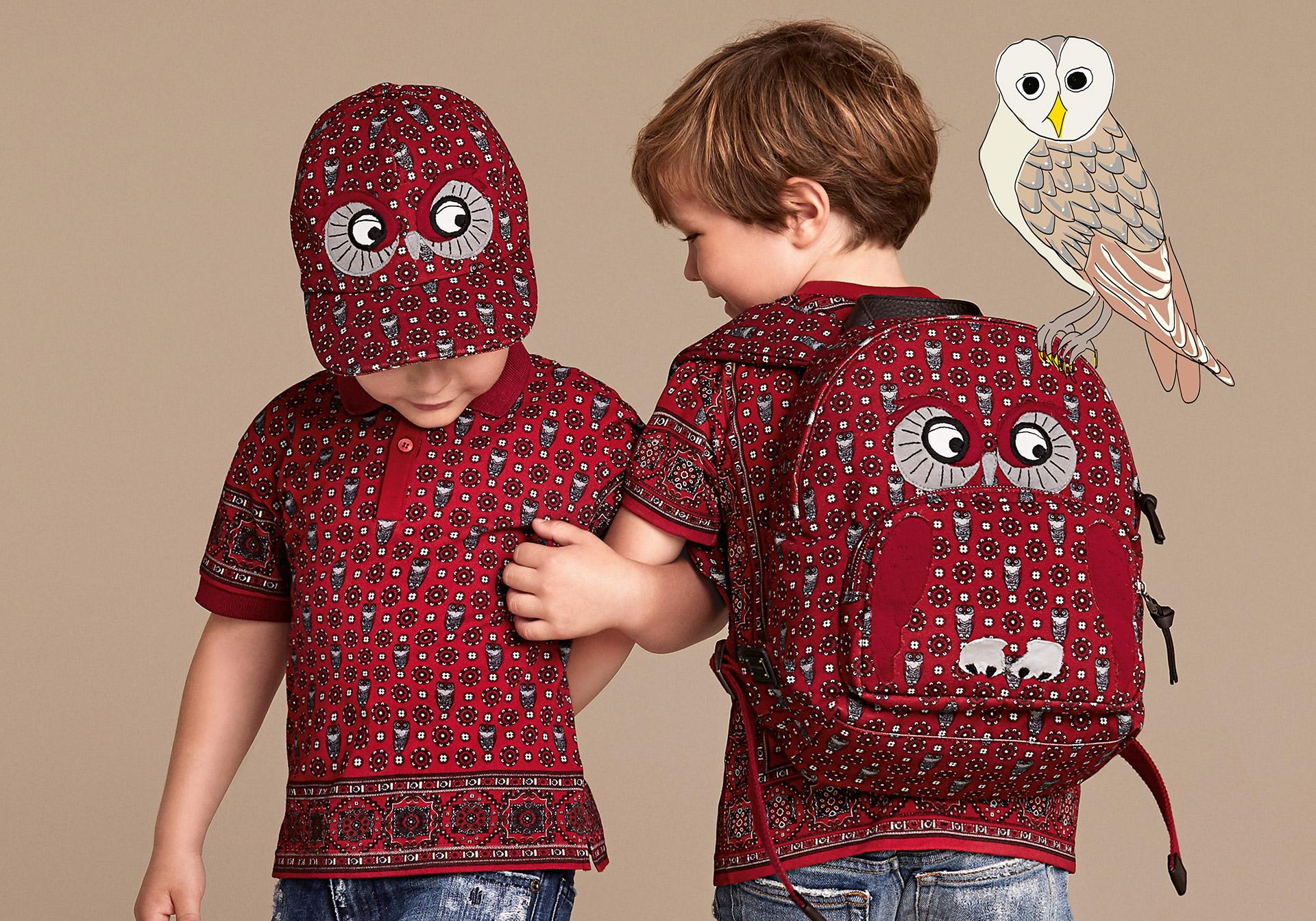Новая коллекция для детей 2016 - разноцветная футболка в тон кепочка и рюкзак.