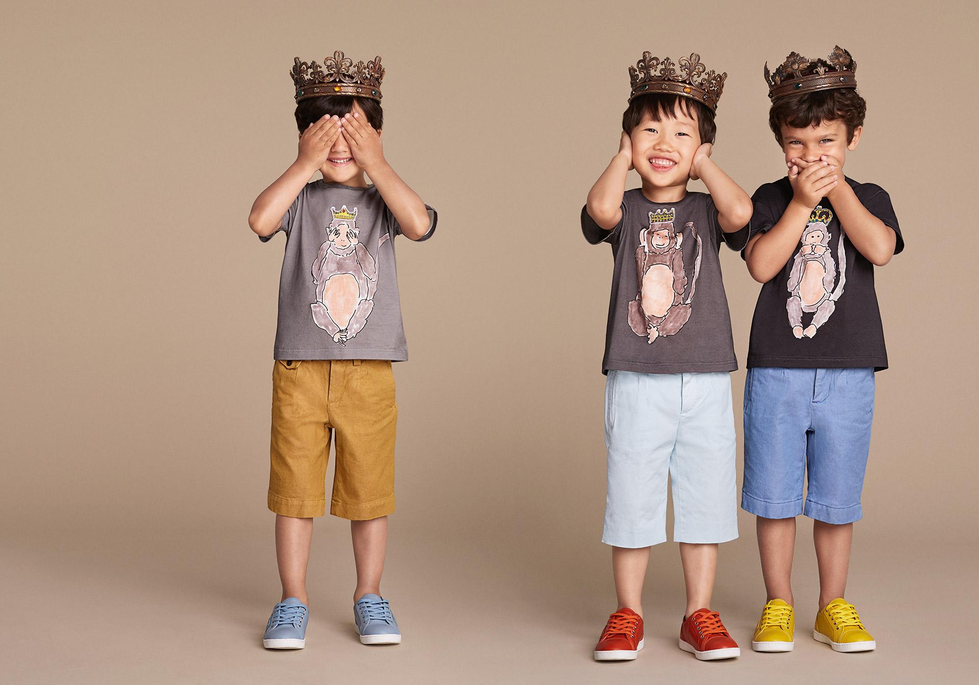 Новая коллекция для детей 2016 - футболки с детскими рисунками,шортами и яркой обувью.