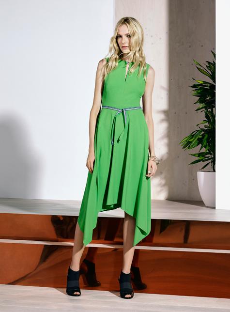 Новый модный LookBook весна-лето 2016 Karen Millen - яркое светло зеленое ассиметричное платье.