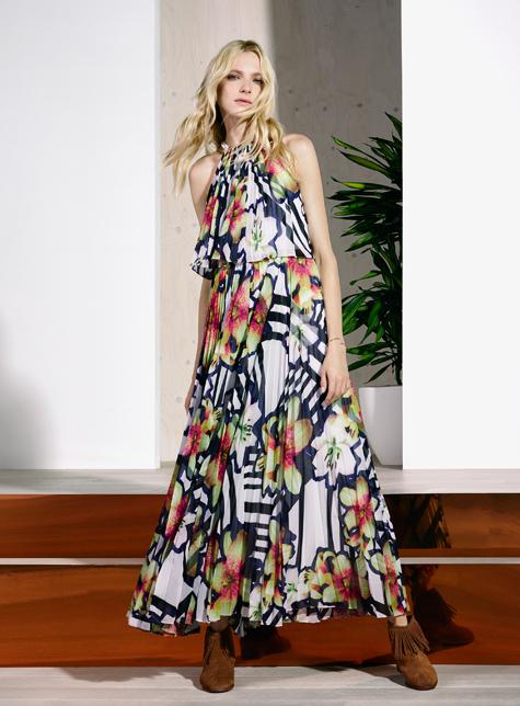 Новый модный LookBook весна-лето 2016 Karen Millen - длинное платье с цветочным принтом.