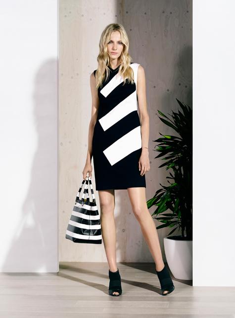 Новый модный LookBook весна-лето 2016 Karen Millen - платье в полоску.