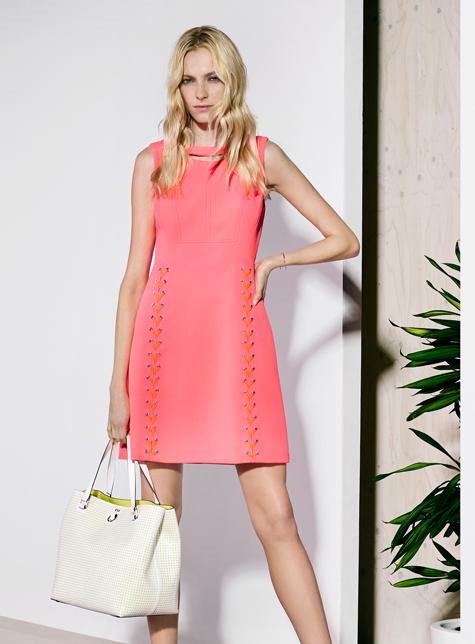 Новый модный LookBook весна-лето 2016 Karen Millen - розовое платье.
