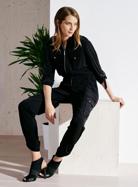 Новый модный LookBook весна-лето 2016 Karen Millen - черные брючный комбинезон.