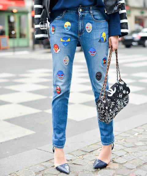 Новый модный тренд - джинсы с нашивками.