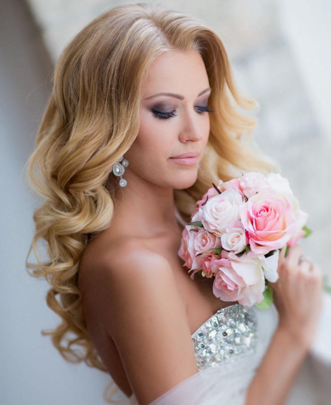 Прическа для блондинки на длинные волосы фото