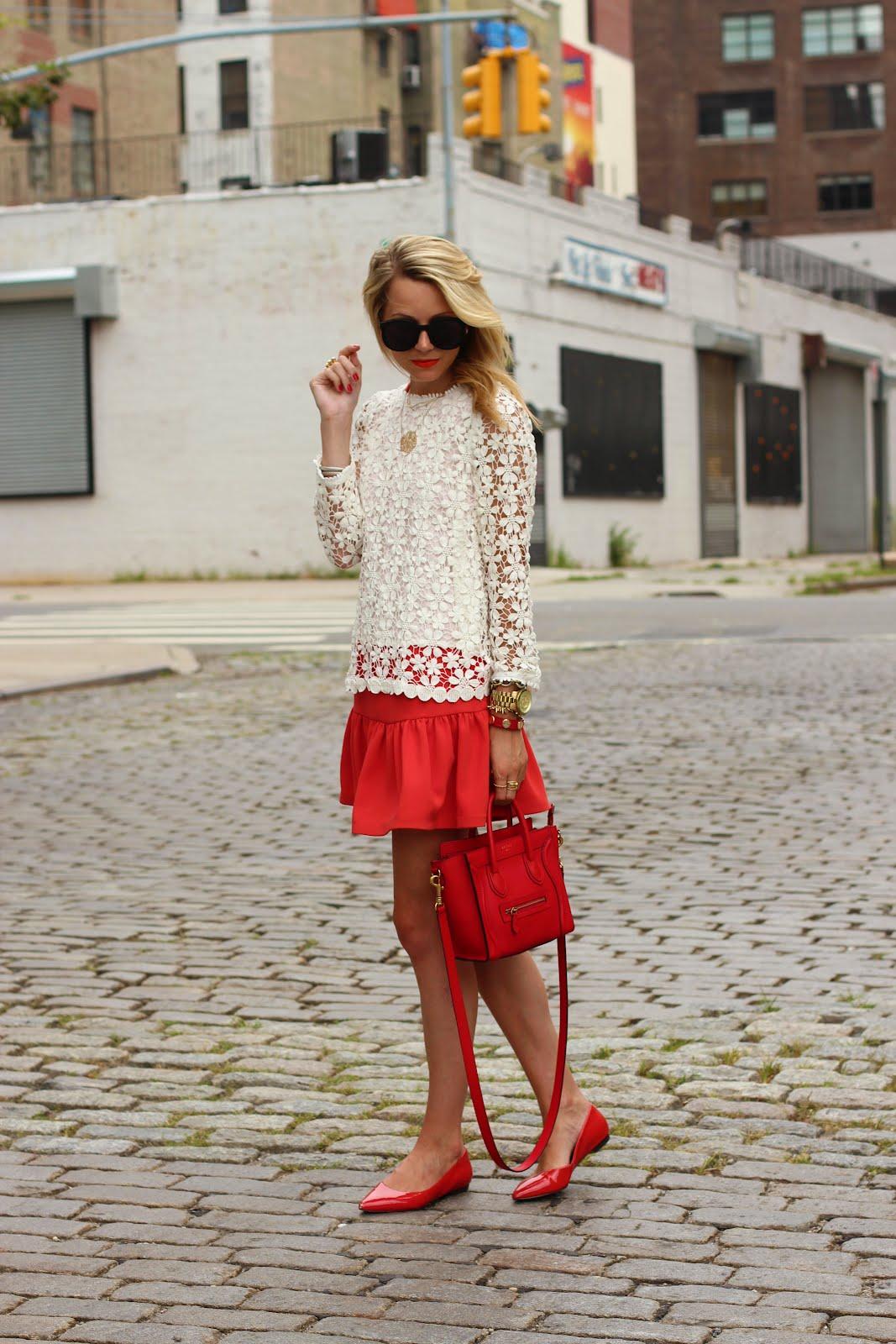 Стиль 90-х и красная мини-юбка.