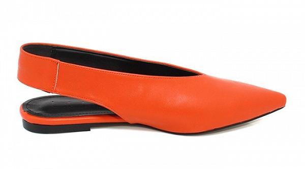 Туфли на низком каблуке ярко оранжевого цвета из коллекции Loeil.