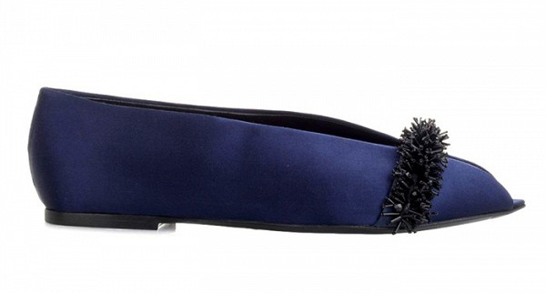 Туфли на низком каблуке синего цвета без мыса.