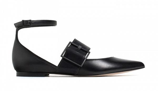 Черные туфельки на сплошной подошве с ремешками из коллкции Zara.