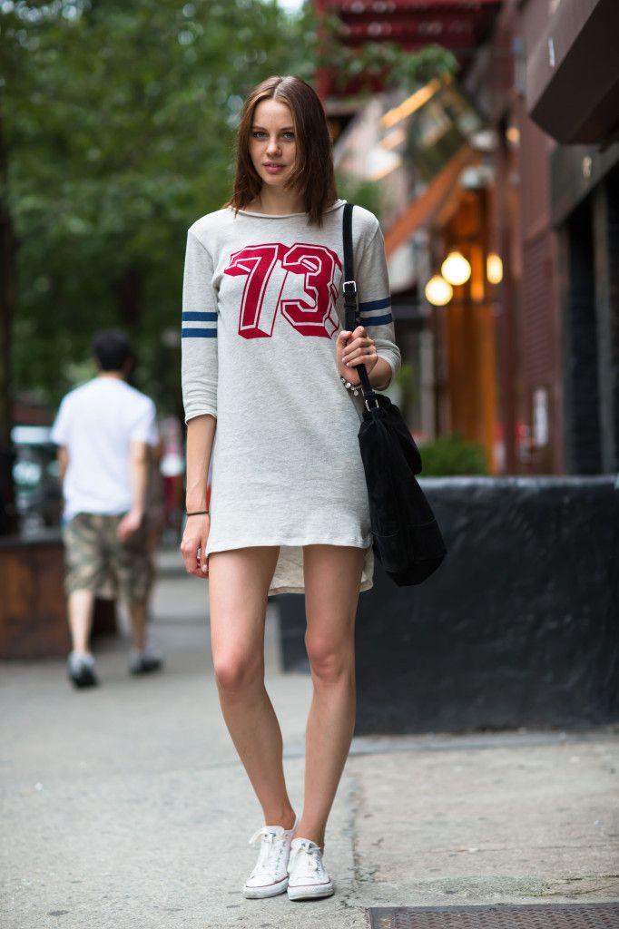 Спортивные платья-рубашки одноцветное, со спортивной атрибутикой платье.