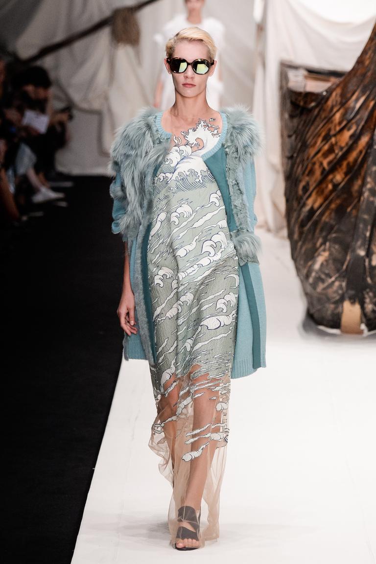 Платье и пплащ из коллекции Alena Akhmadullina.