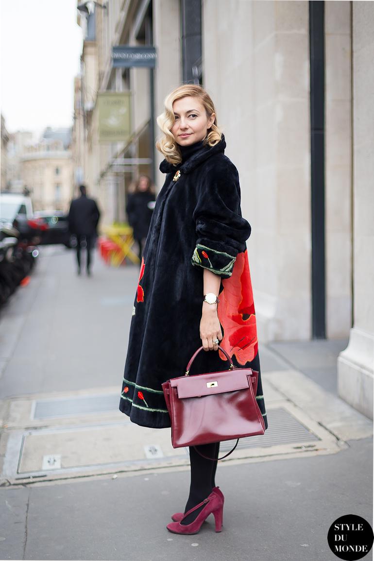 Пальто оверсайз с необычной цветочной расцветкой.