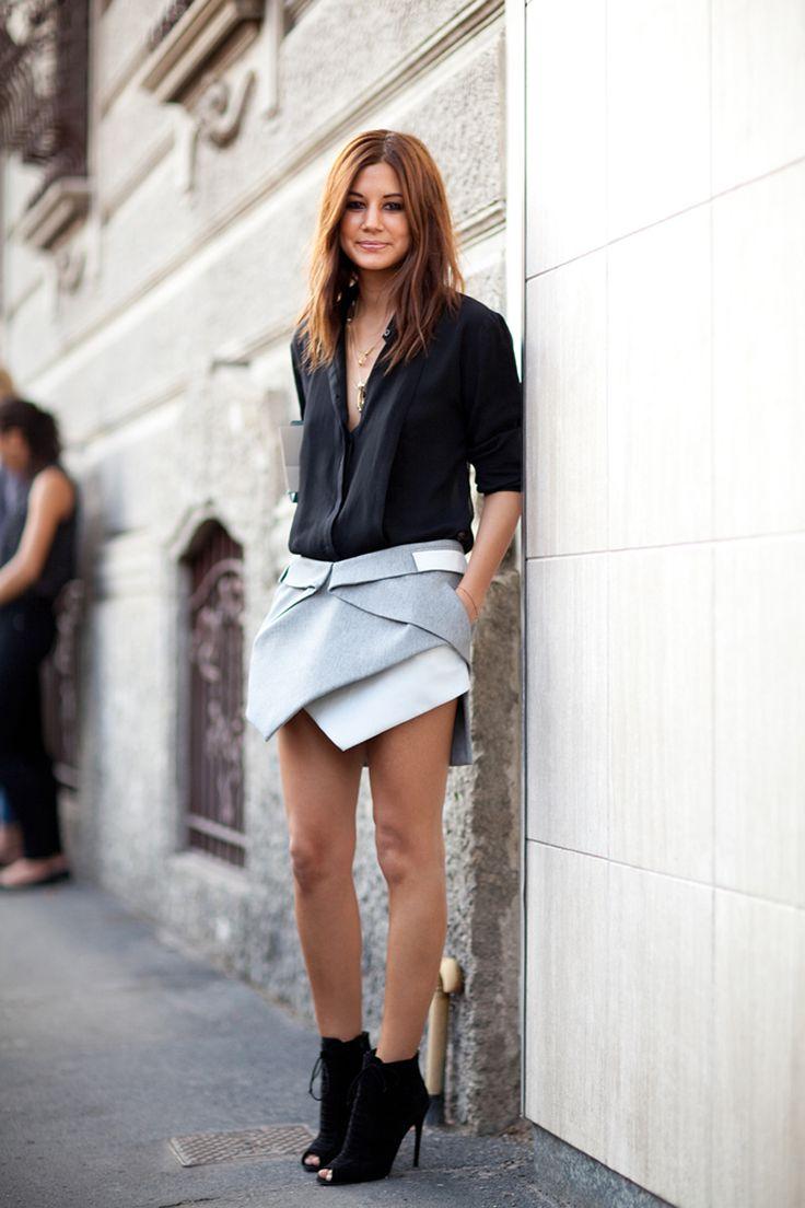 Спортивный стиль сочетание многослойной юбки тюльпан, шифоновой блузки.