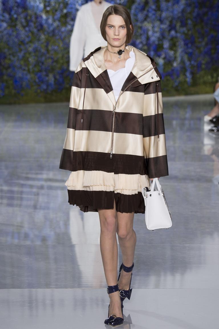 Куртка в крупную горизонтальнуюю полоску из коллекции Dolce-Gabbana.