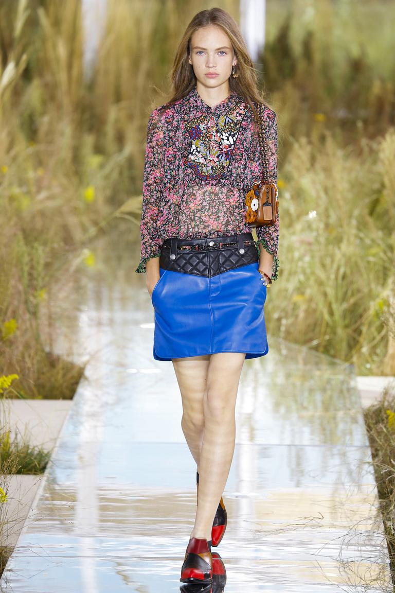 Блузка с цветочным принтом из коллекции Coach.