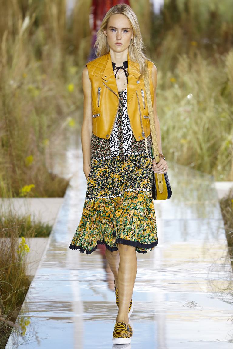 Платье с цветочным принтом из коллекции Coach.