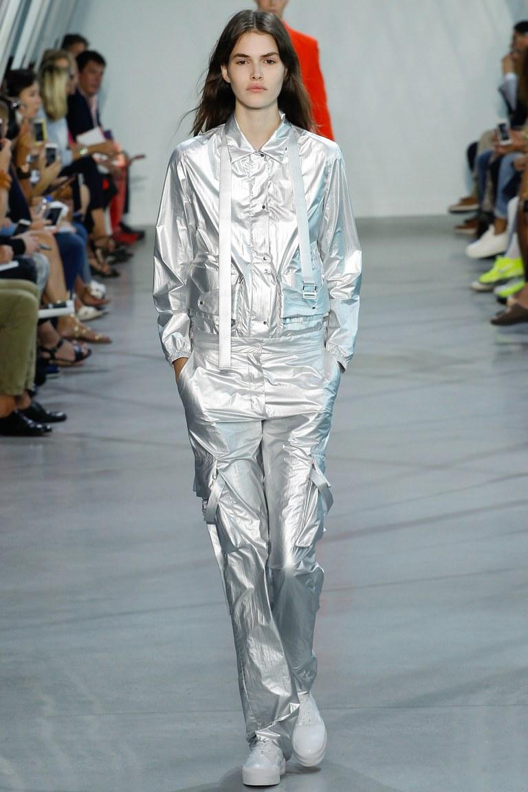 Костюм, похожий на наряд астронавта из коллекции Lacoste.