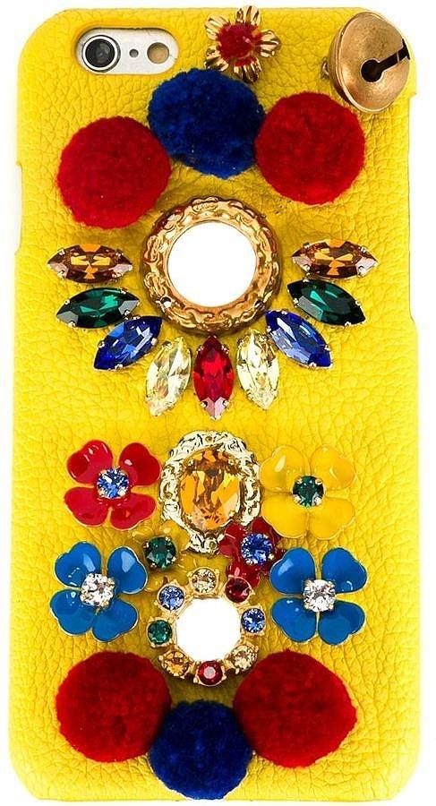 Помпоны – тренд сезона Dolce & Gabbana украсить с помощью помпонов iPhone.