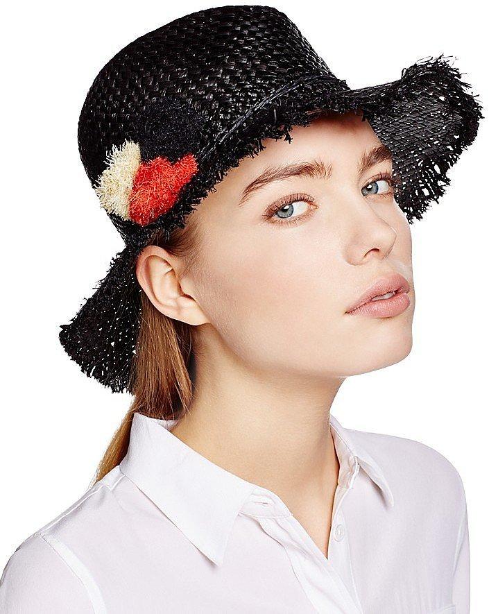 Помпоны – тренд сезона шляпка украшенная тампоном.