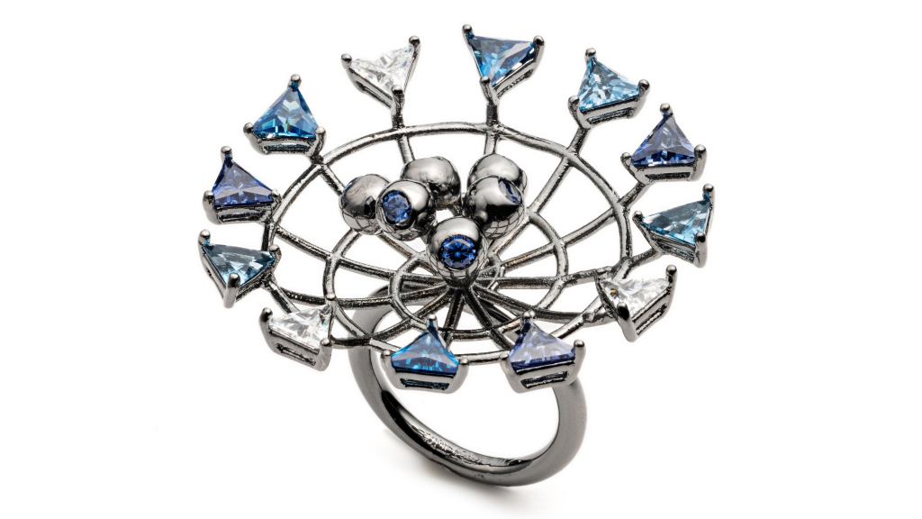 Ювелирные кольца от Эдди Борго – будто маленькая галактика с планетами в виде голубых и белых камней.