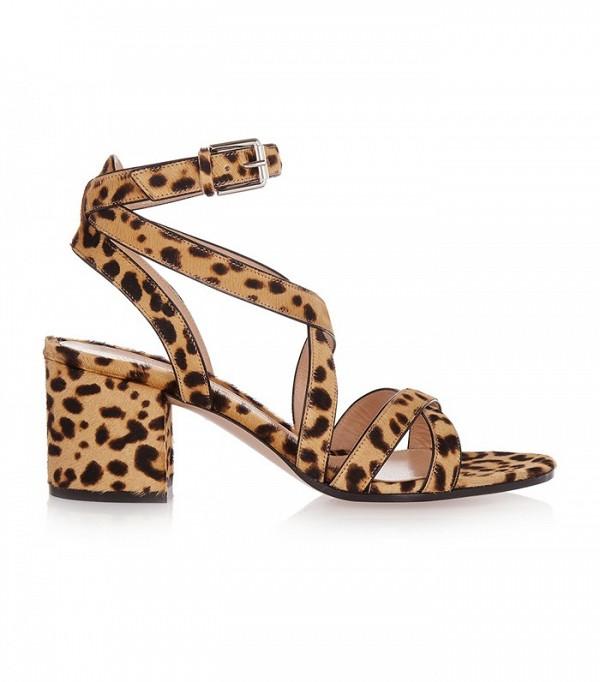 На фото: сандалии на каблуке оригинальной «леопардовой» расцветки от Gianvito-Rossi.