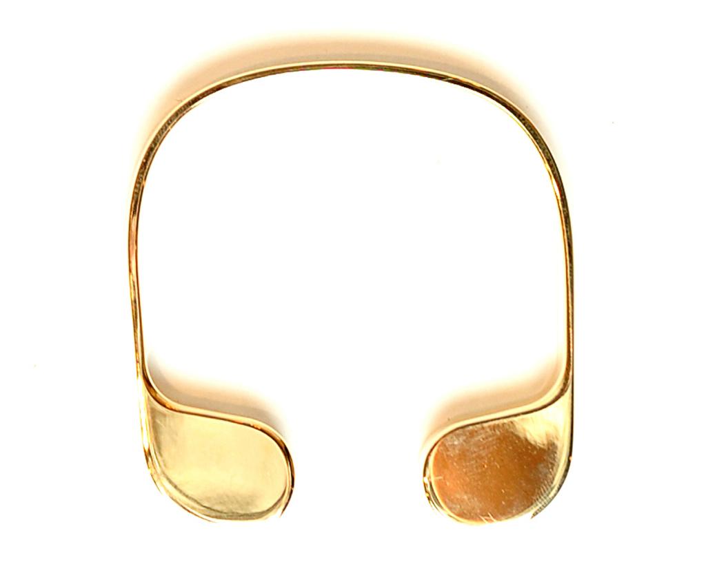 JW Anderson представили раздвижные кольца, размер которых можно изменять, что делает их универсальными.