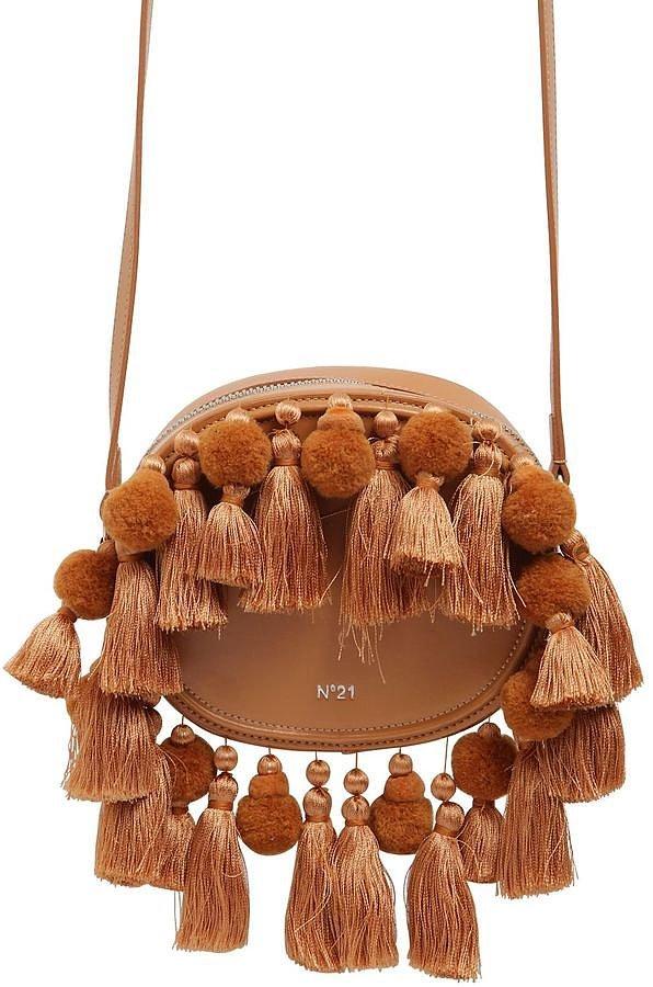 Помпоны – тренд сезона оригинальные попмоны на сумочке.