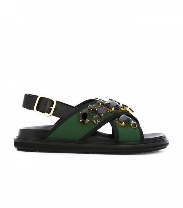 На фото: сандалии на удобной подошве от Marni.