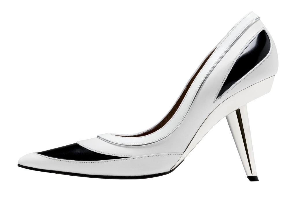 Новые тренды необычные туфли с причудливым каблуком из коллекции Marni.