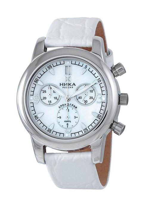 Часы-хронограф Ника 1806.0.9.34 за 25750 р.: большой круглый циферблат, бело-серебристые тона, кварцевый механизм.
