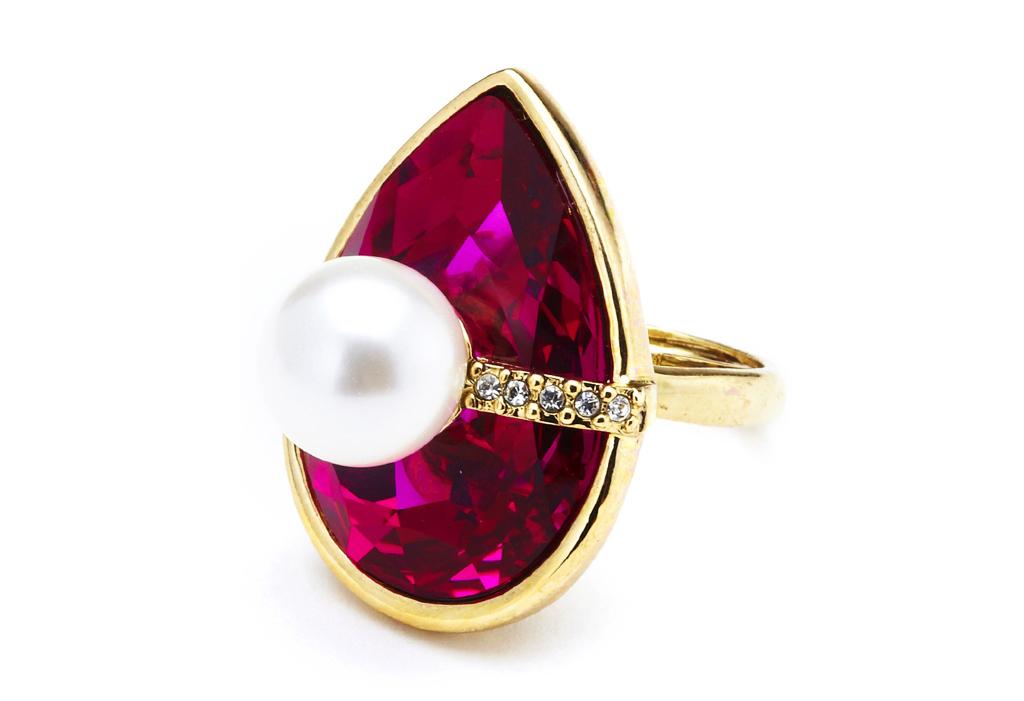 Кольцо от Oscar-de-la-Renta.