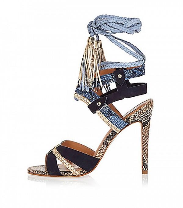 Сандалии на высоком каблуке с высокими ремешками дополнены оригинальными кисточками ремешками, дополнены оригинальными кисточками от RI-Studio.