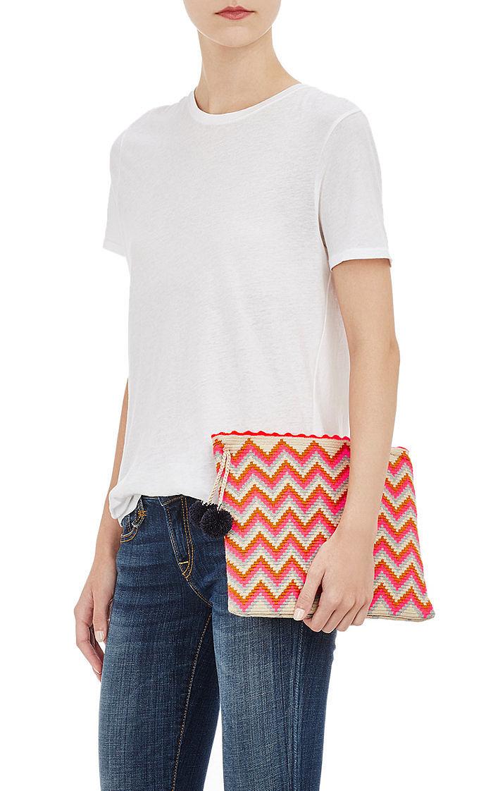 Помпоны – тренд сезона сумочка украшенная тампоном.