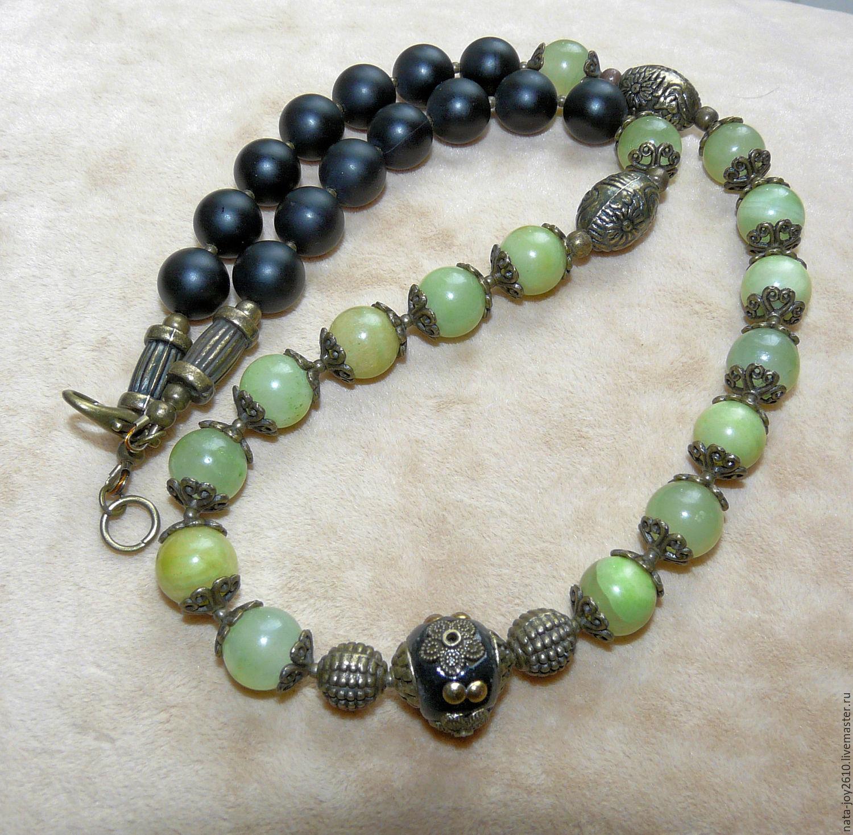 Юверные изделия из черного и зеленого камня оникс.