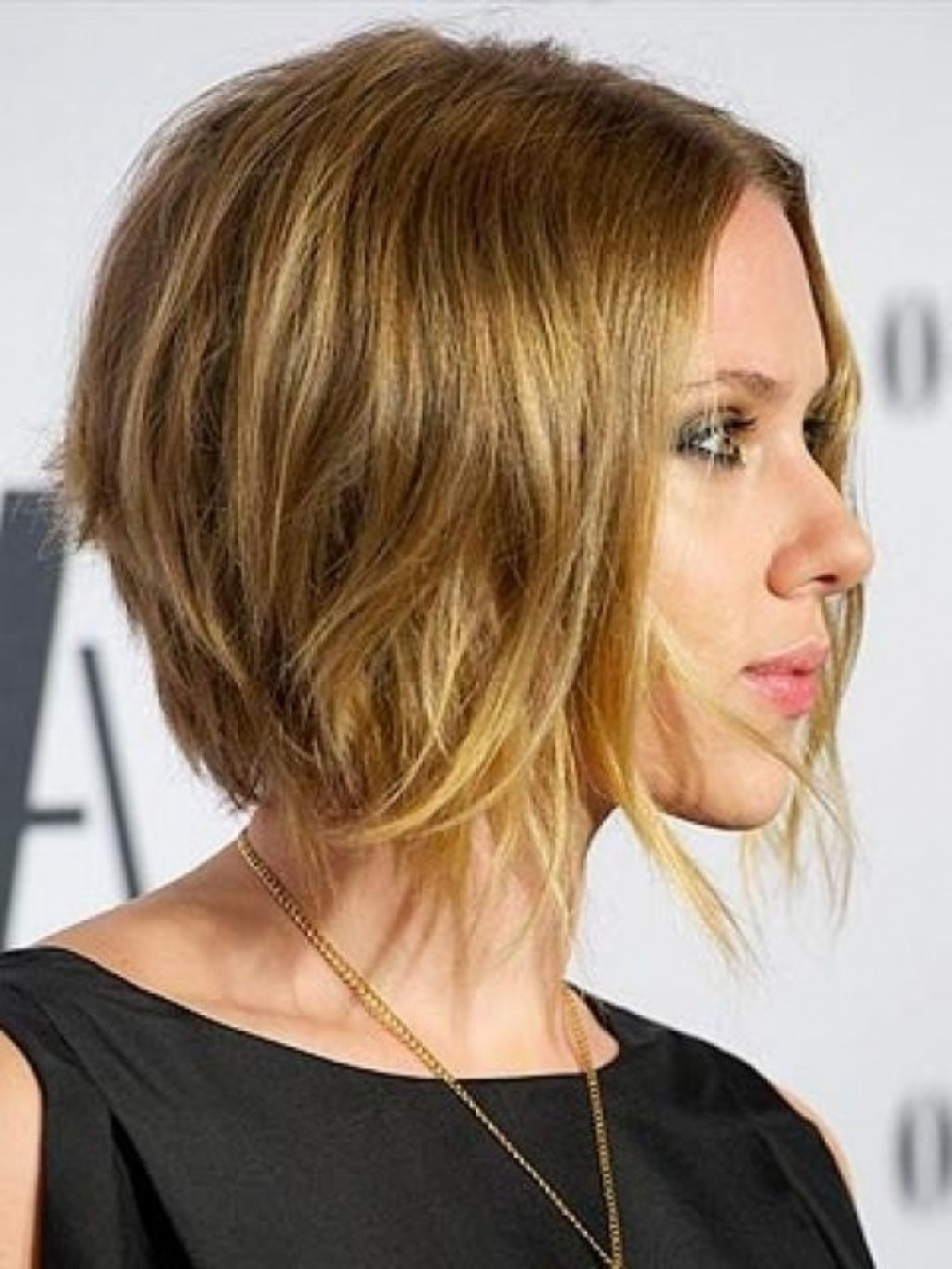 Как выглядит прическа боб каре на удлиненных тонких волосах фото