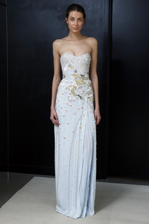 Красивое свадебное платье в сезоне 2016-2017 представил модный дом J.Mendel Bridal. Платье нежно-голубого цвета, инкрустировано тысячами кристаллов и бисером из коллекции J. Mendel Bridal