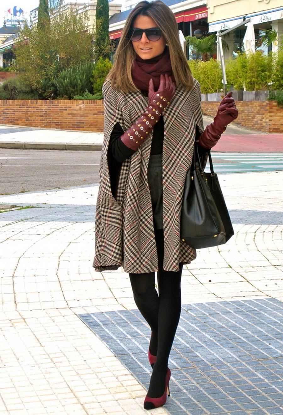 Полуприлегающее пальто с длиной до середины колена.