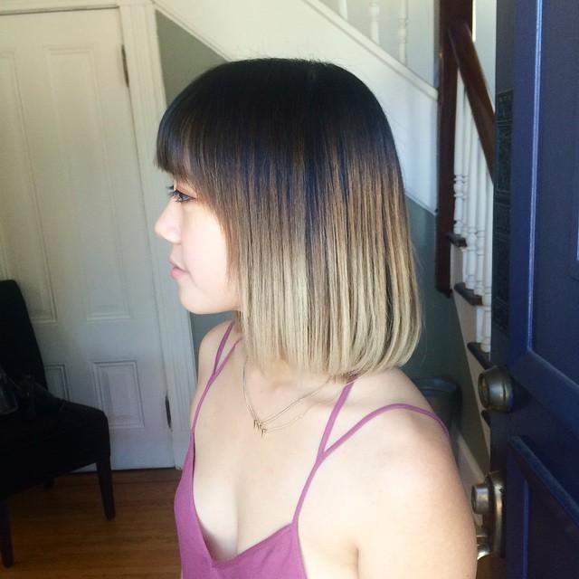 Стрижки боб на среднюю длину прямых волос волос и использование эффекта окрашивания омбре.