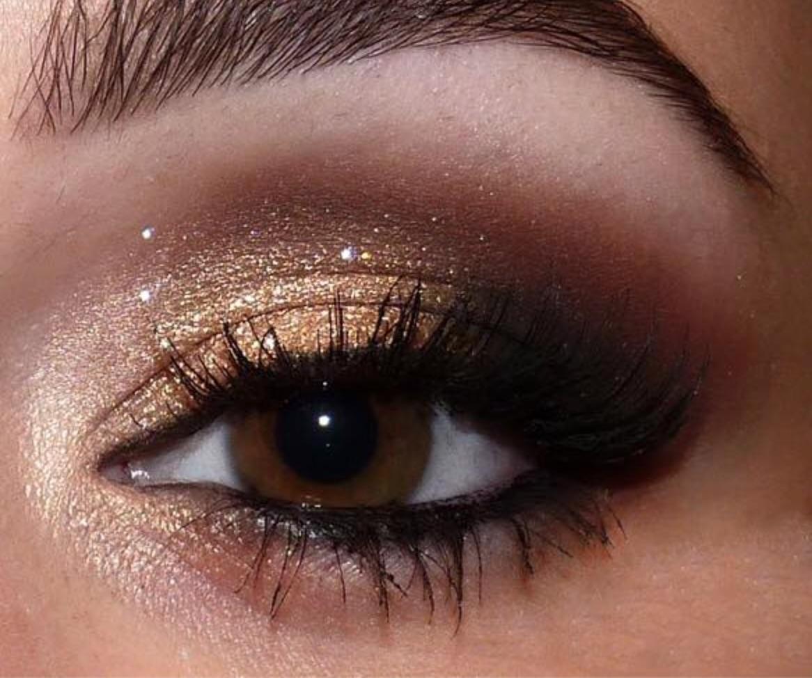 На фото: тени для карих глаз. - золотисто бордового цвета теней.