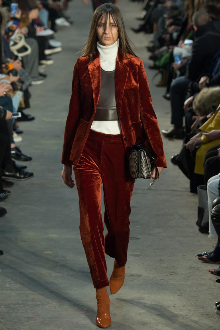 На фото: моды осень-зима 2016-2017 - тренд сезона ГОТИКА и гранж из коллекции 3.1 Phillip Lim.