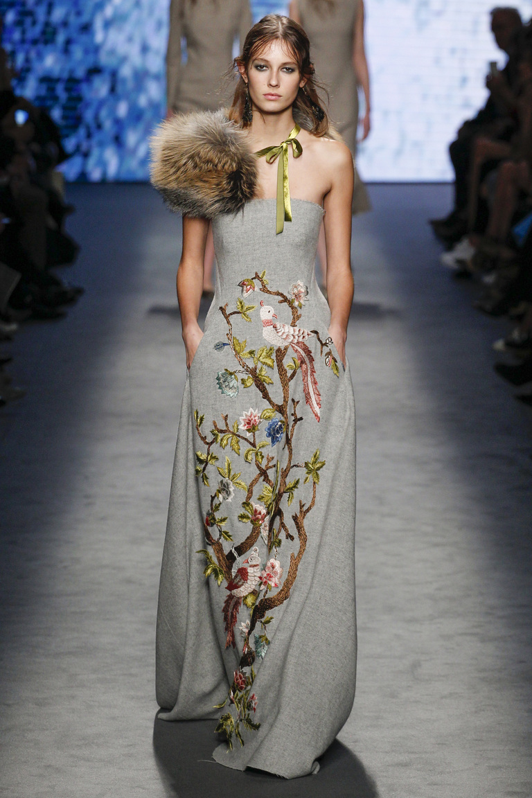 Мода осень-зима 2016-2017 - фото новинки из коллекции Alberta Ferretti.